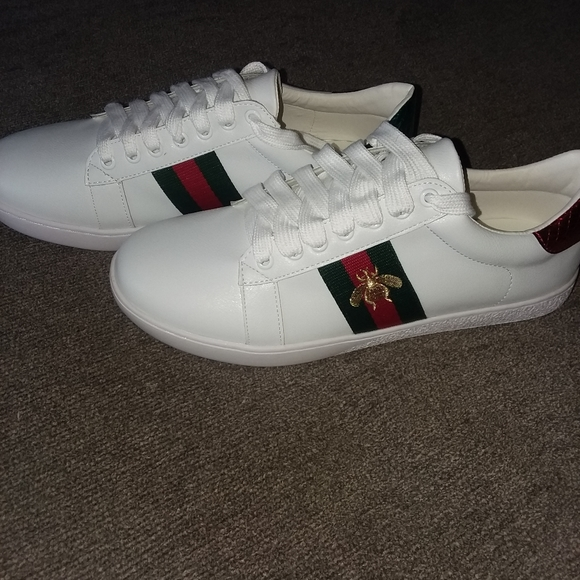 Gucci Shoes   Gucci Bee Sneakers Early